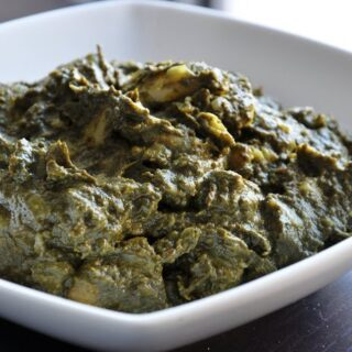 Aloo Palak (Potatoes cooked in a Creamy Spinach Gravy)