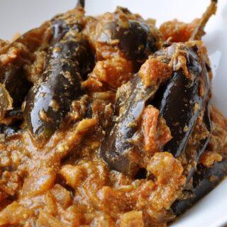 Dahi wale Baingan (Brinjals cooked in a Tomato Yogurt Sauce)