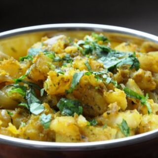 Dhaniya wale Aloo (Potatoes cooked in a Cilantro Paste)