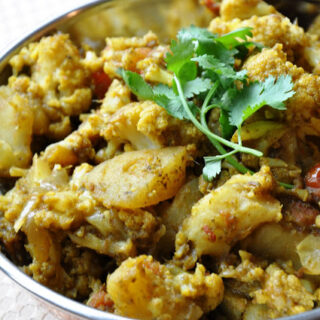 Dhaniya Aloo Gobi (Potatoes & Cauliflower cooked in a Cilantro Paste)