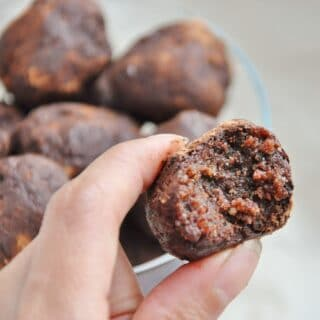 Healthy Date Walnut Cacao Bites (vegan, paleo, flourless)