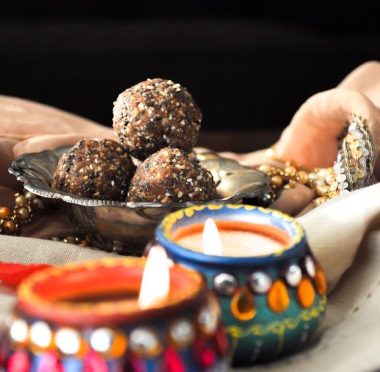 Healthy Almond Date Ladoo (gluten-free, paleo)