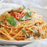 Spaghetti al Pomodoro (whole wheat, vegetarian, 6 ingredients)
